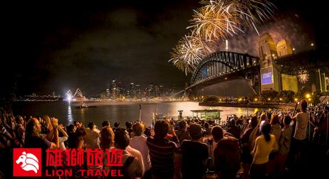 Crowds enjoy Sydney's New Year's Eve fireworks, View from Kirribilli