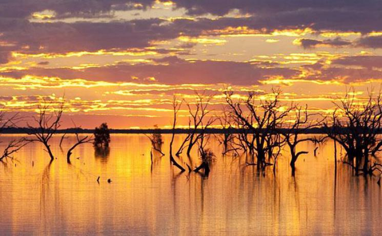 梅寧迪湖區(Lake Menindee)的 Sunset Strip