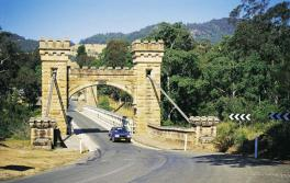 袋鼠谷(Kangaroo Valley)的古老漢普登橋(Hampden Bridge)