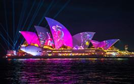 南方植物群芭蕾舞團的燈光投射在雪梨歌劇院中繽紛雪梨燈光音樂節2019